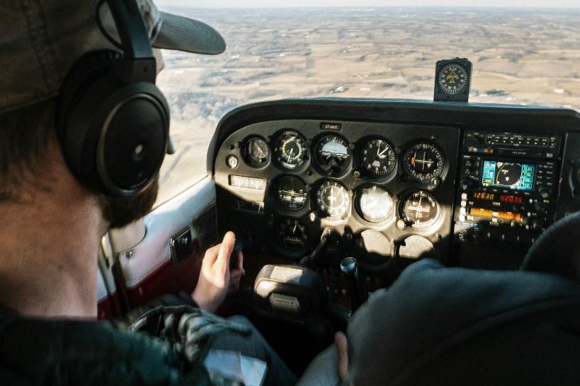パイロットが新型コロナで大量リストラ!いまやるべき副業とは