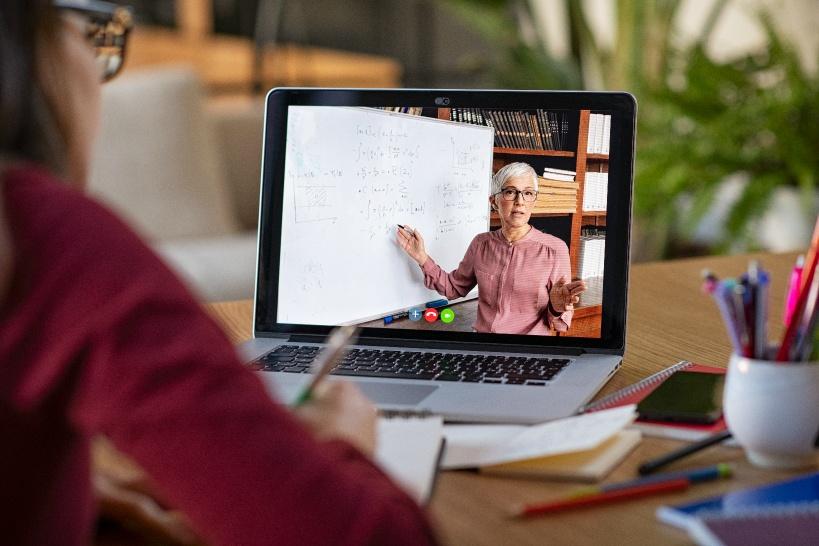 英会話教室のオンライン講師のメリットデメリット