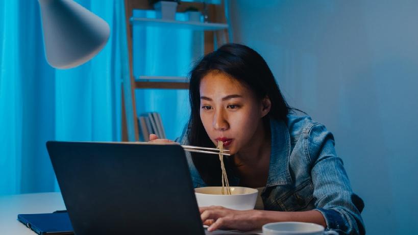 資格&IT知識のないサラリーマンに人気の副業「ライティング」も在宅で気軽にできる