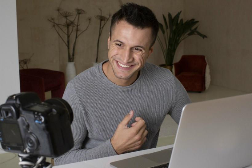 3位 営業サラリーマン必見!「動画で営業成功の秘訣」を語る