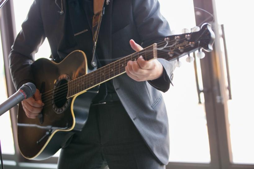 ギターの講師で副業を。空き時間に在宅で稼げる