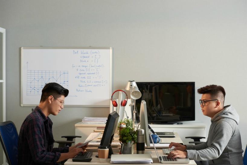 プログラマーなら将来独立を視野にするのも。副業から本業へ